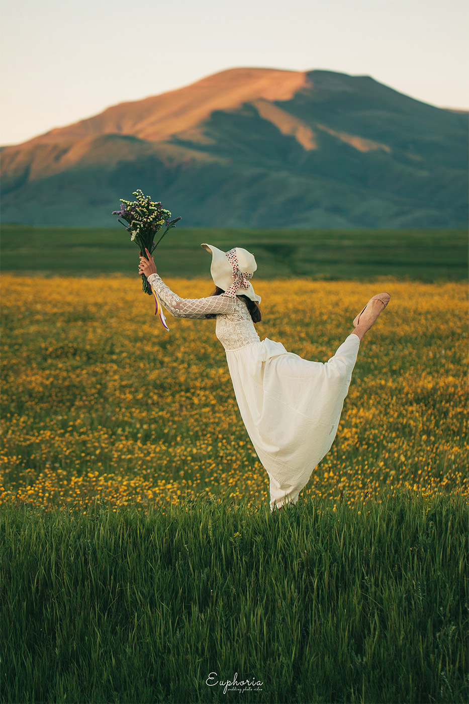 //euphoriawedding.com/wp-content/uploads/2018/12/Yellow-photoshoot-10.jpg