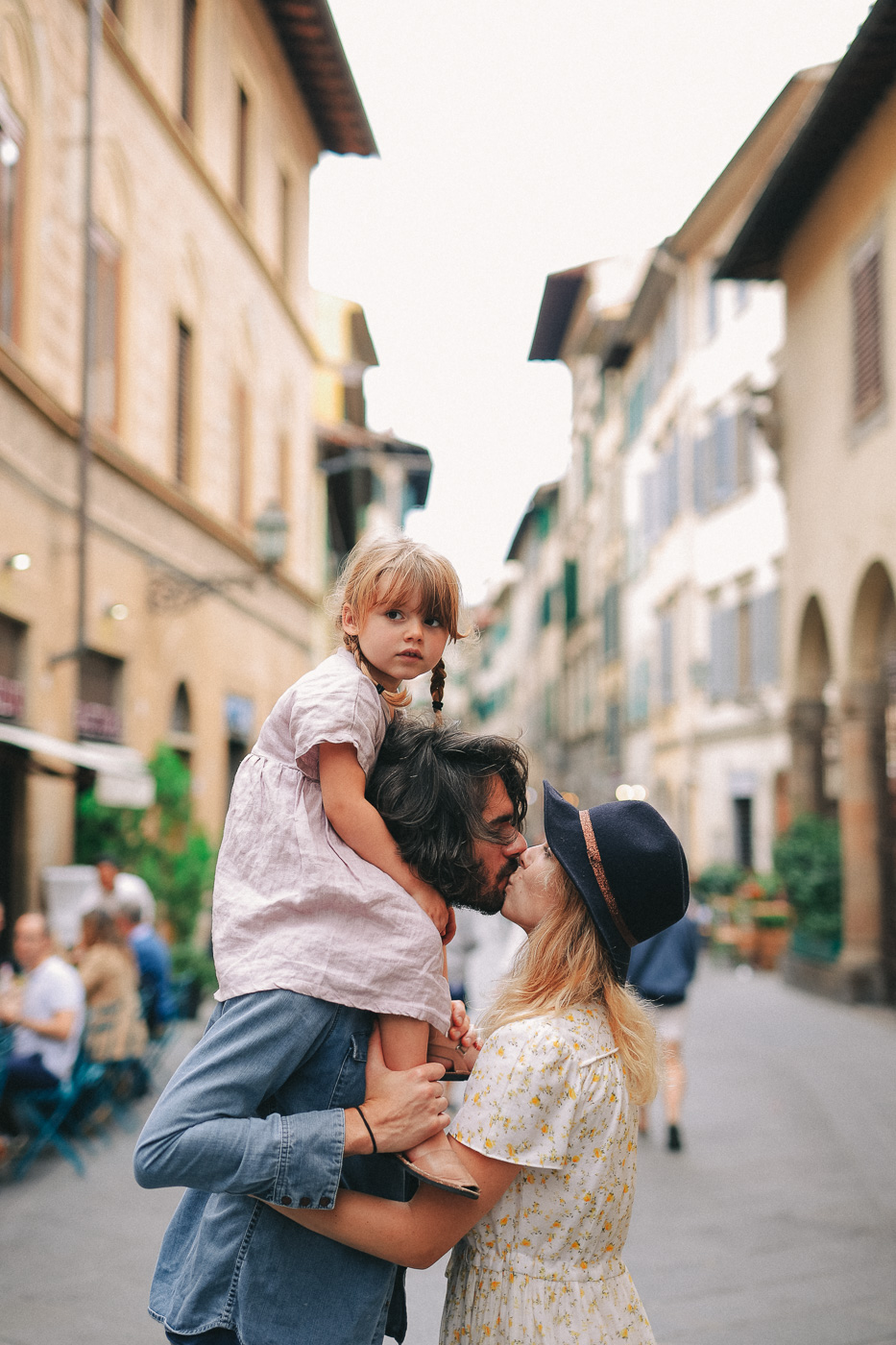 Family Photoshoot in Florence, Italy, Ponte Vecchio old bridge 41