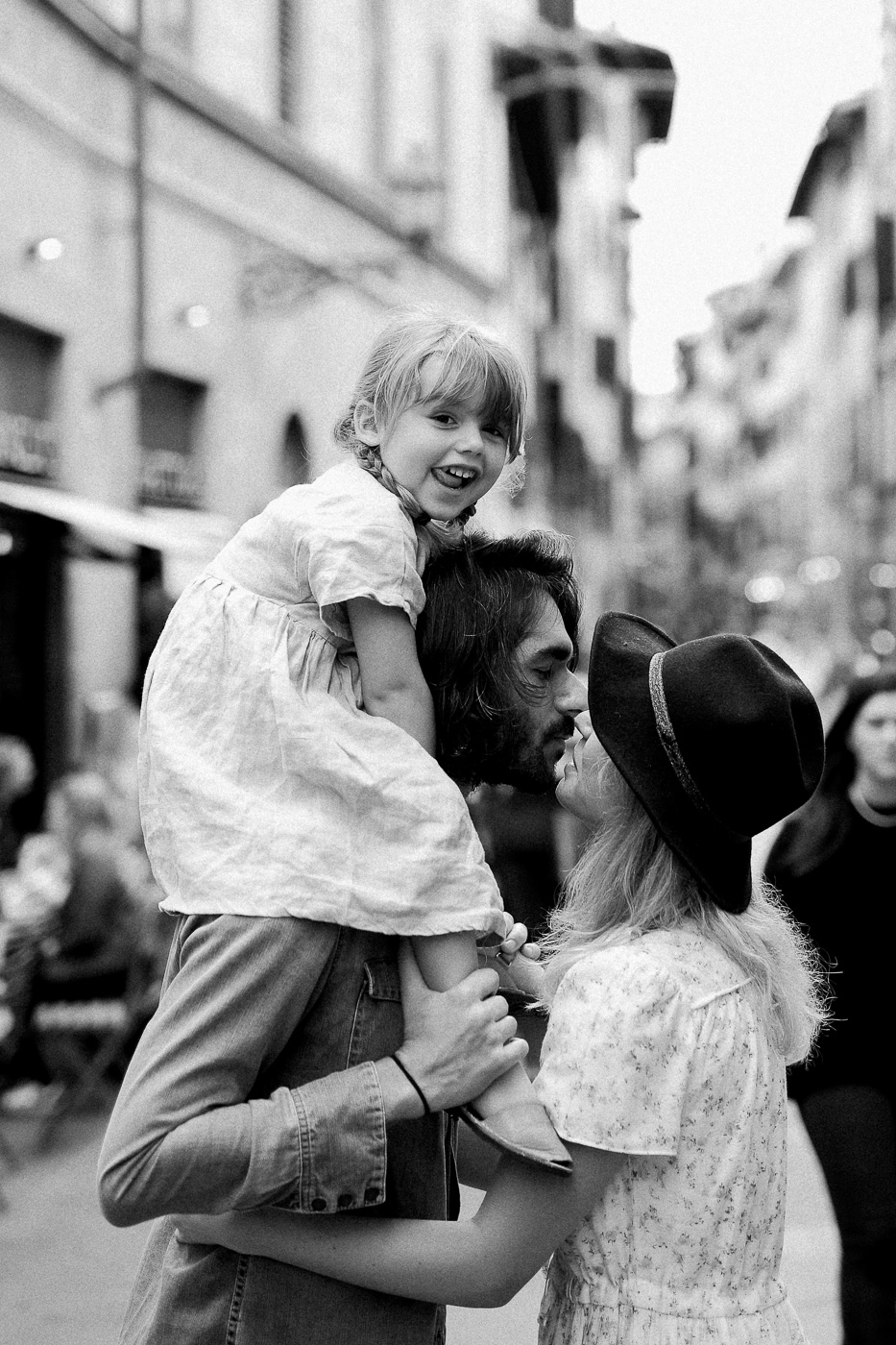 Family Photoshoot in Florence, Italy, Ponte Vecchio old bridge 39