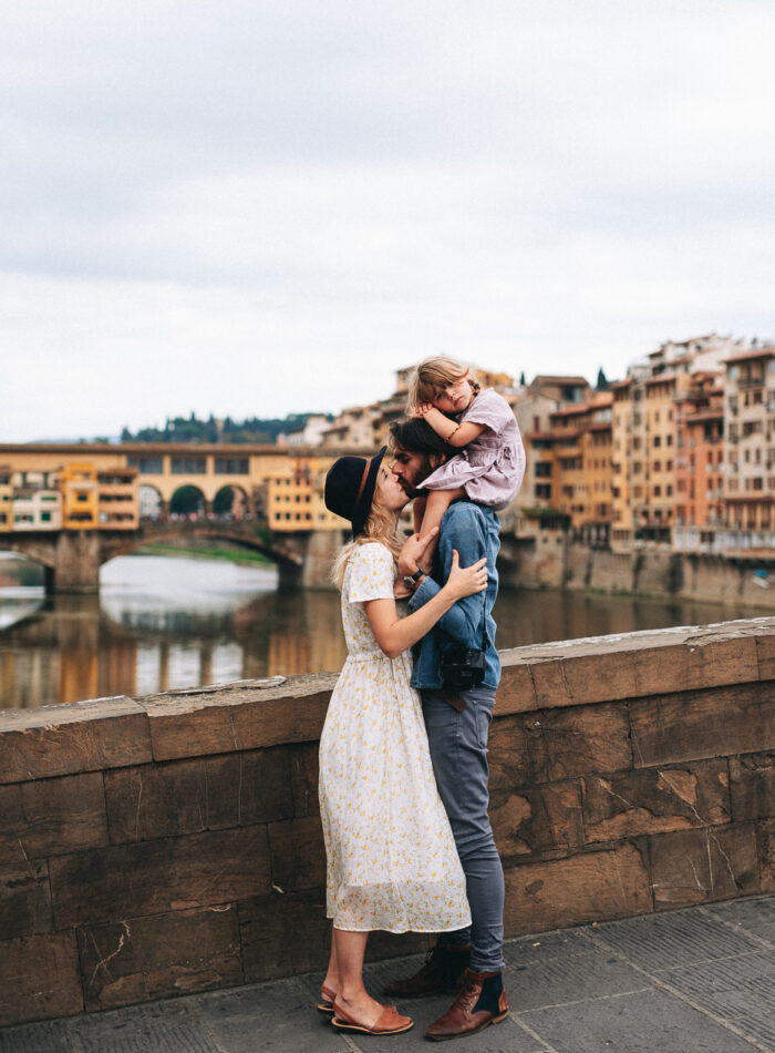 Family Photoshoot in Florence, Italy, Ponte Vecchio old bridge 14