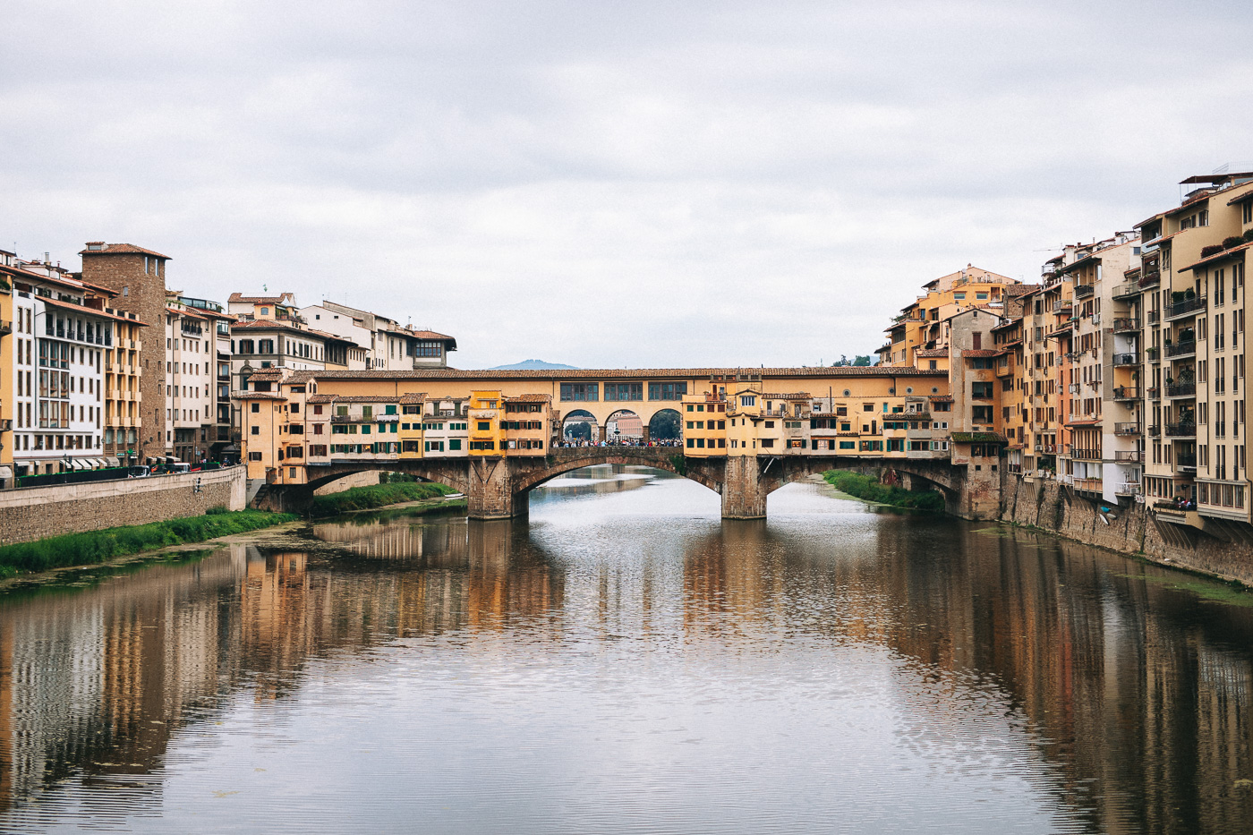Family Photoshoot in Florence, Italy, Ponte Vecchio old bridge 12